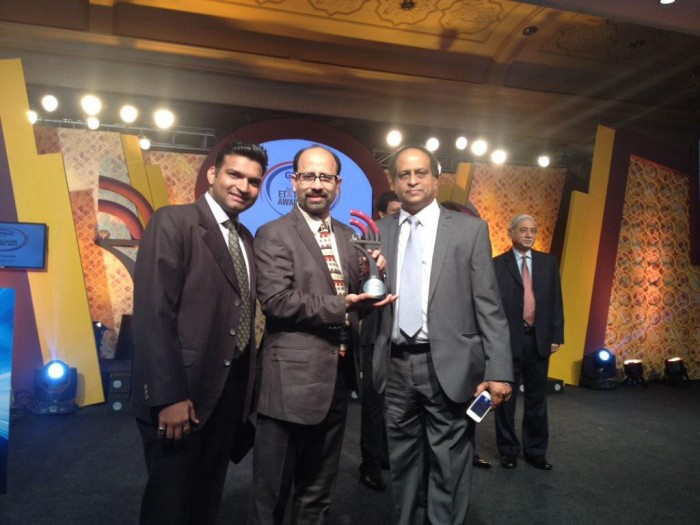 From R L Aircel Customer Services Head Alok Kumar receives the ET