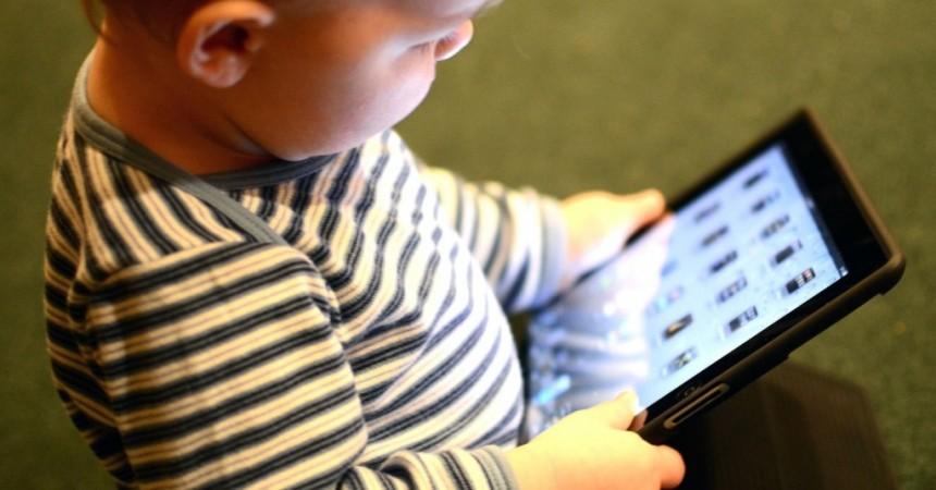 5 Smart Parenting Tips If Your Kids Love Using 'Smart' Phones!