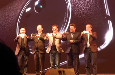 ASUS Brings ZenFone Zoom Smartphone to India With 3X Optical Zoom & OIS Technology!