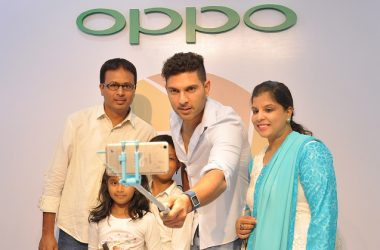 Yuvraj Singh Showcases The 'Selfie Expert'- OPPO F1 Plus, in Bangalore