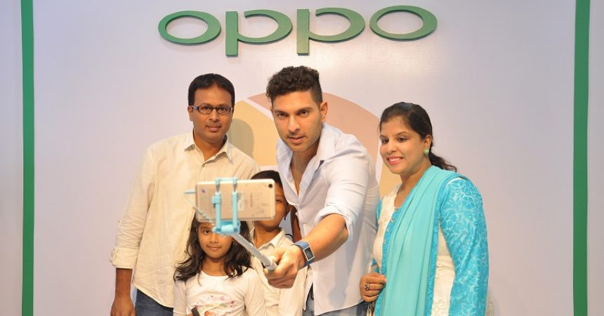 Yuvraj Singh Showcases The 'Selfie Expert'- OPPO F1 Plus, in Bangalore