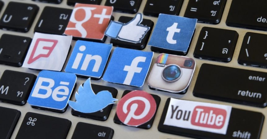 5 Ways Social Media is Hurting Your Business.
