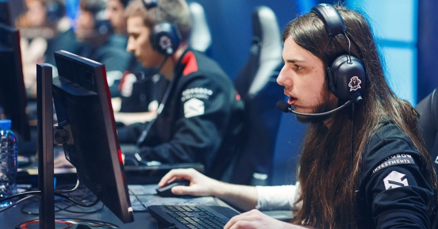How Do Pro League of Legends Players Earn?