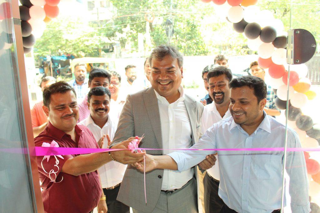 Mr Rajeev Singh MDBenQ inaugurating Zowie experience zone