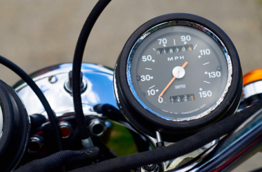 Why Buying Bike Insurance Online is Better than Buying it Through a Dealer?