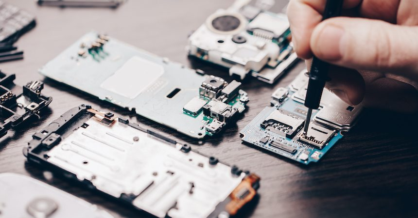 How To Choose The Best Company To Conduct Phone Repairs