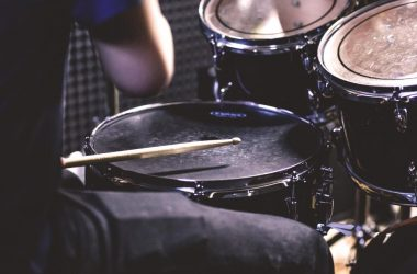 Electronic vs. Manual Drum Sets: Which is Right for Beginner Drummers?