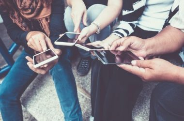 Top 5 Mobile Games You Can Play With Your Friends