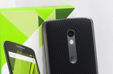 Moto X Play Hands-on Review